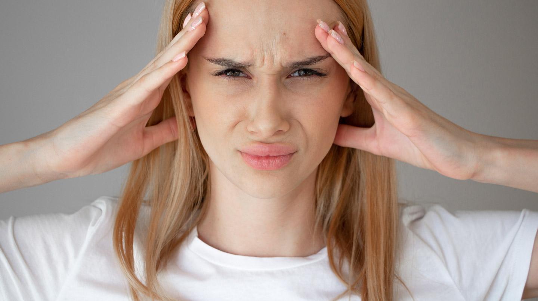 Ohne Botox – die Zornesfalte glätten